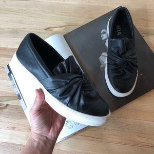 MIA black Zoe sneakers